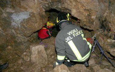 Salvata la speleologa rimasta ferita in una grotta, sta bene
