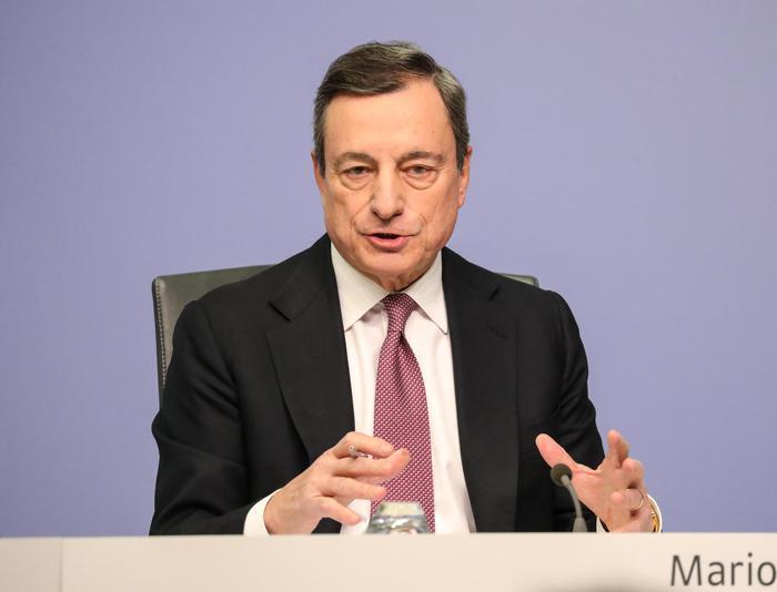 Cambi: euro in calo a 1,1337 dollari