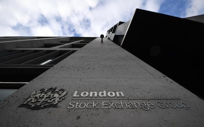 Borsa: Europa sconta taglio stime Ue