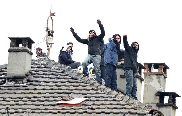 Sgombero Torino, 2 anarchici su tetto