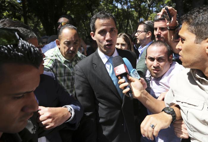 Di Maio a Guaidò: Italia evita ingerenza