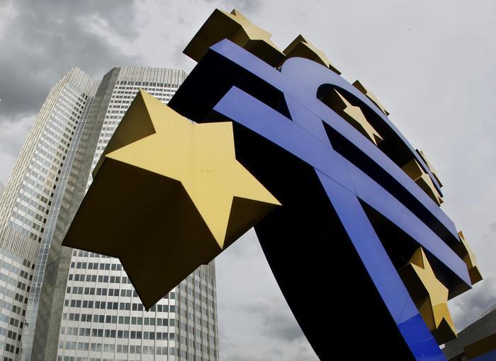 Bce: giù euro dopo annunci, -0,37%