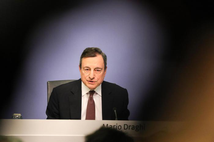 """Bce, Draghi: """"C'è l'economia italiana fra i freni del Pil dell'Eurozona"""""""