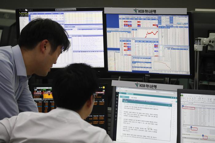 Borsa: Asia chiude in calo
