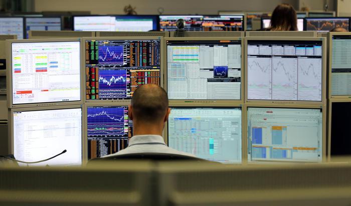Borsa: Milano in rialzo con Fca, banche