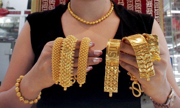 Oro: sale a 1.304,51 dollari l'oncia