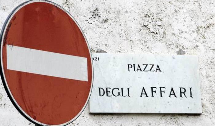 Borsa, Milano chiude a +0,9%,cala spread