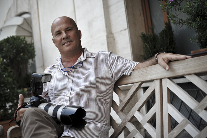 Libro di Zappadu su foto Villa Certosa