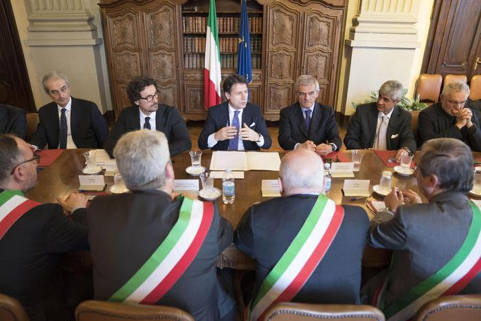 """Conte: """"Sblocca Cantieri mercoledì in Cdm"""". Tensioni su condono vecchi edifici"""