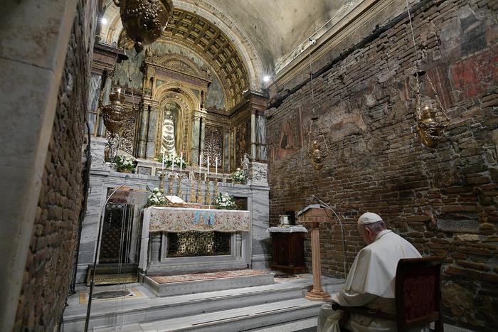 """Papa Francesco a Loreto:""""Famiglia uomo-donna essenziale e insostituibile"""""""