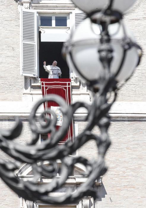 Papa, dopo Angelus, 'domani a Loreto'