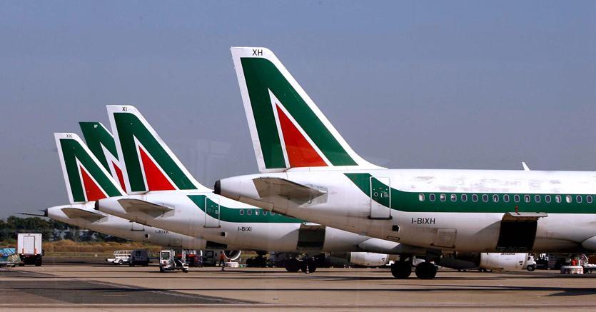 Alitalia, aut aut dei commissari. «Fs prenda una decisione o rinunci»
