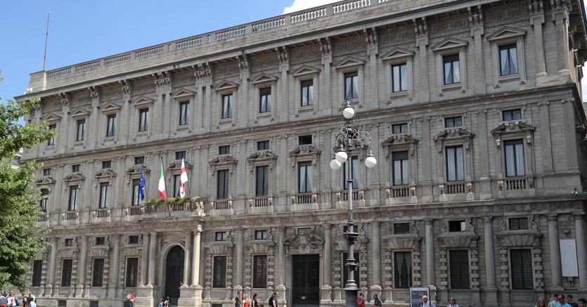Milano, bilancio approvato: fondi a bocciofile, bande di musica e colonie feline