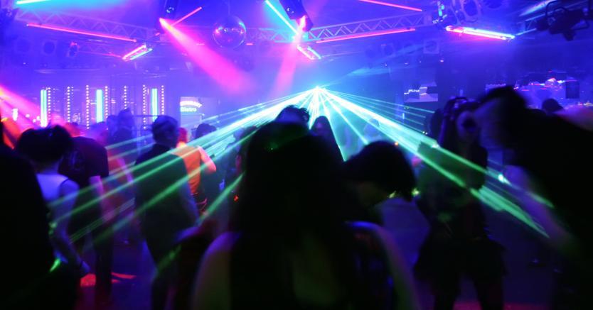 Niente tenuità del fatto per la musica pirata in discoteca