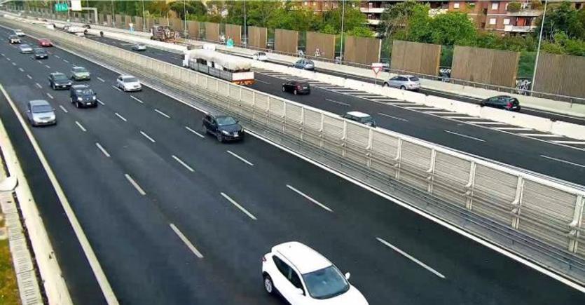 Limite dei 150 all'ora in autostrada, perché sì e perché no