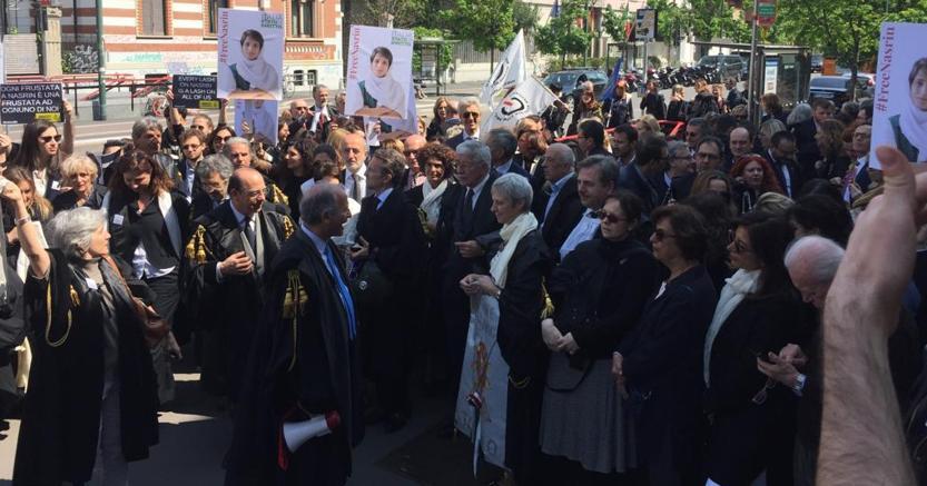 Nasrin, protesta di 200 avvocati davanti al consolato iraniano     di Milano