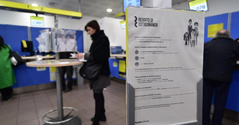 Reddito di cittadinanza verso il milione di domande: quasi un terzo da Campania e Puglia