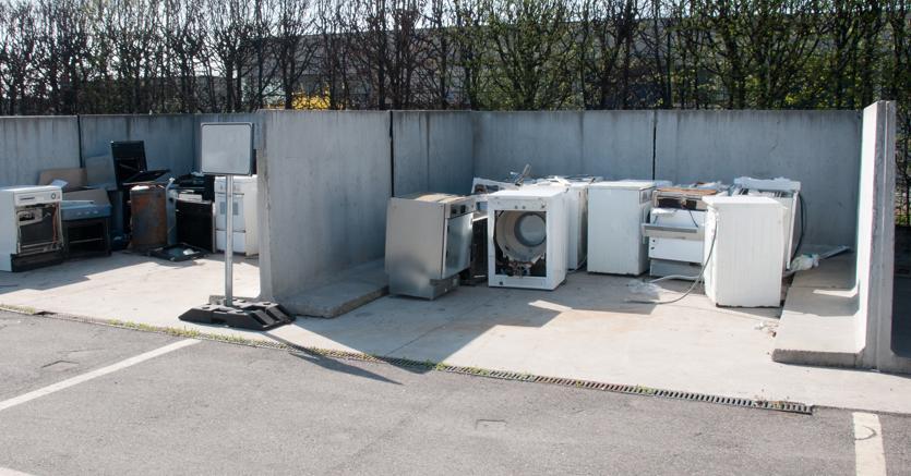 """Raee, una """"miniera"""" di 310mila tonnellate di elettrodomestici. Ecco chi ricicla e quanto"""