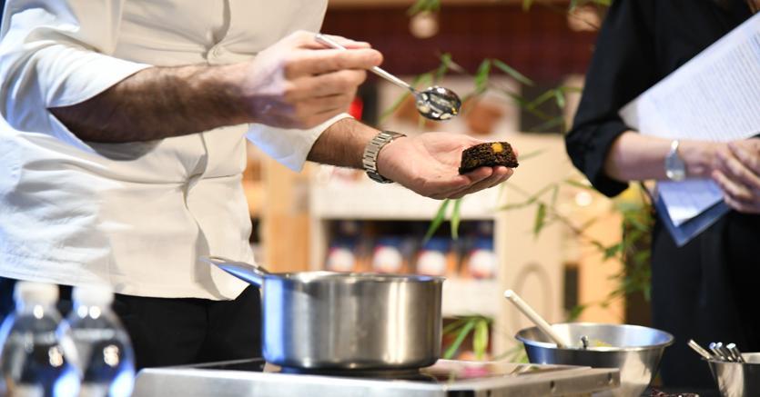 Tra cultura e cibo la spesa  fuori casa cresce e cambia obiettivo