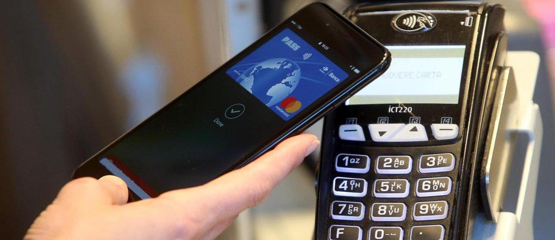 Evasione, proposta Csc: «Sconti sui pagamenti digitali, tassa sui prelievi Atm»