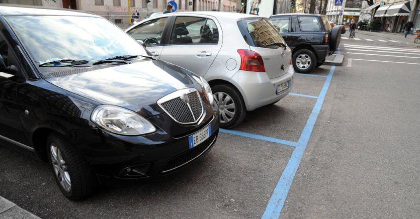 Strisce blu gratis anche per i disabili senza patente