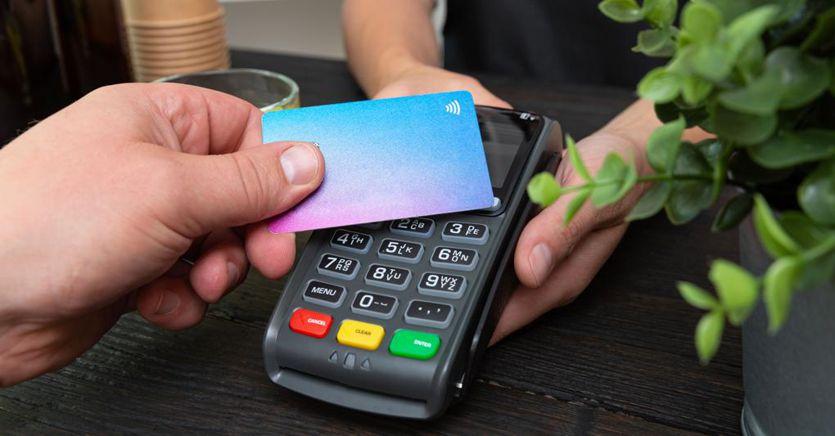 Pagamenti, come funziona il credito d'imposta per chi accetta l'uso delle carte