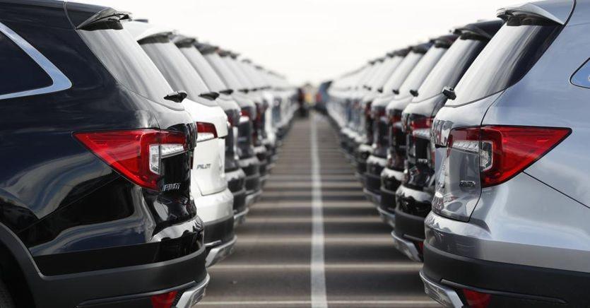 Auto aziendali, il governo riduce la stangata: tasse al 60%. Salve elettriche e ibride