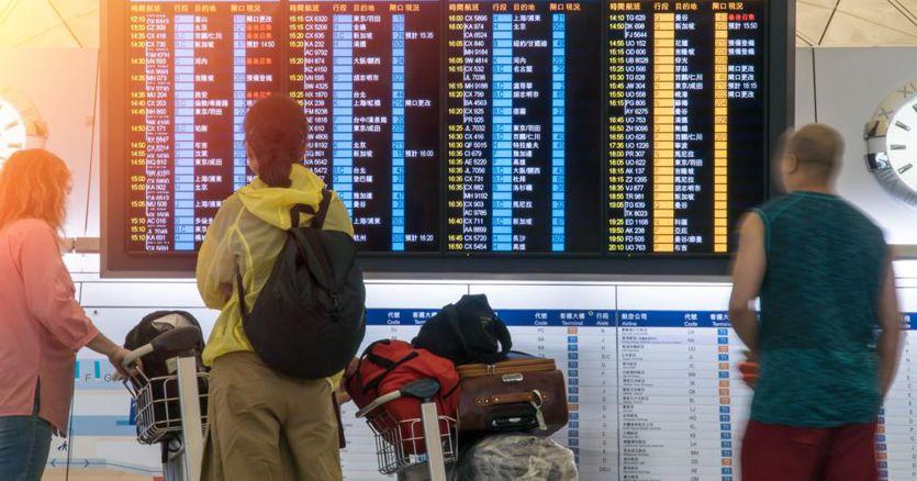 Volo annullato, la compagnia aerea deve fornire assistenza ai passeggeri