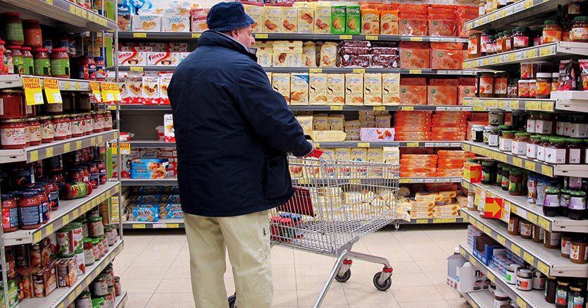 Vendite al dettaglio +0,9% a settembre: giù l'alimentare, vola l'online
