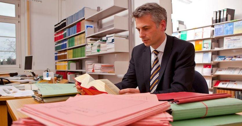Professionisti: dalla cancelleria alle agende, gli indizi che insospettiscono il Fisco