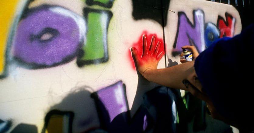 Scritte sul muro della scuola? Il writer rischia sei mesi di reclusione