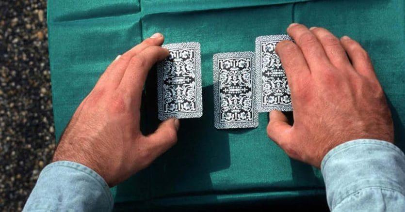Non è truffa il gioco delle tre carte, la superiorità del «banco» è nota