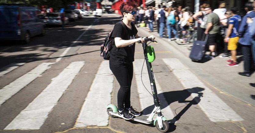 Monopattini elettrici equiparati alle biciclette, niente maximulte