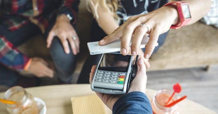 Smartphone e contactless trainano i pagamenti digitali