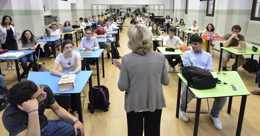 Scuola, stop per 5 anni ai trasferimenti dei professori appena assunti