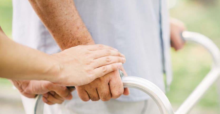 Un aiuto alle persone fragili: chi è e quanto costa l'amministratore di sostegno
