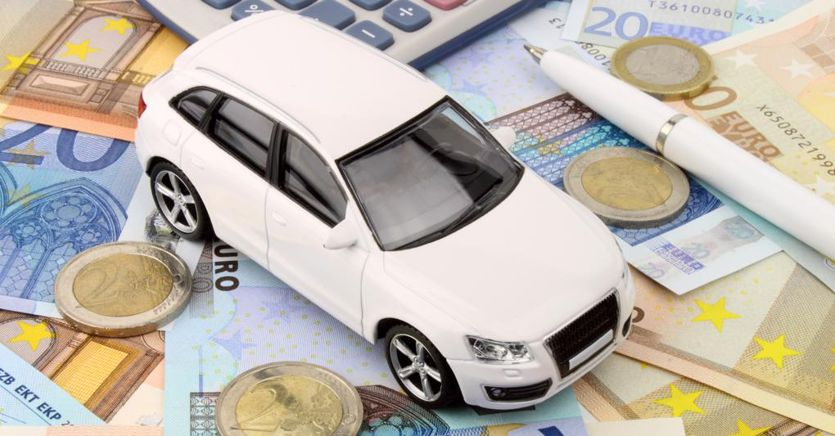 Rc auto famiglia, costi dimezzati per due milioni di famiglie
