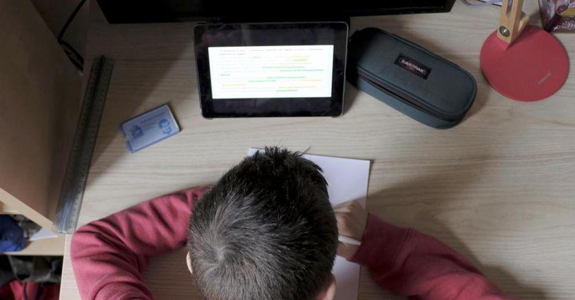 Nemmeno il coronavirus ferma il cyberbullismo: insulti ai prof sulle piattaforme online