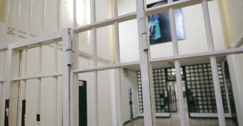 Effetto coronavirus: carcere più lungo per chi attende il giudizio