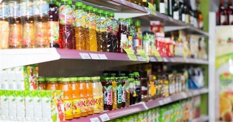 La pandemia spegne la voglia di bere: -8,4% le bevande analcoliche in Italia