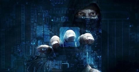 Boom di reati web: sono 800 al giorno. Alert su violenze e droga