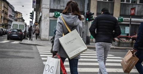 Consumi, calano le intenzioni d'acquisto e cresce la percezione di rincari