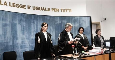 È reato l'applauso dell'imputato al Pm alla lettura della sentenza