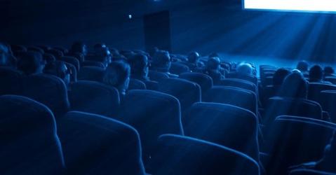 Cinema, il coronavirus fa crollare gli incassi. E i film rinviano le uscite
