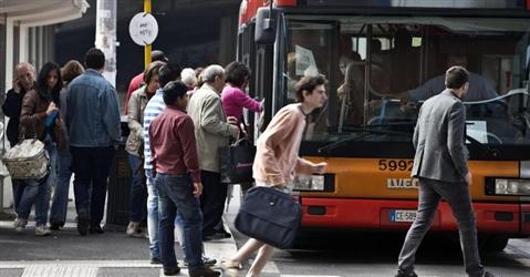 Interruzione di pubblico servizio per la lite con l'autista del bus