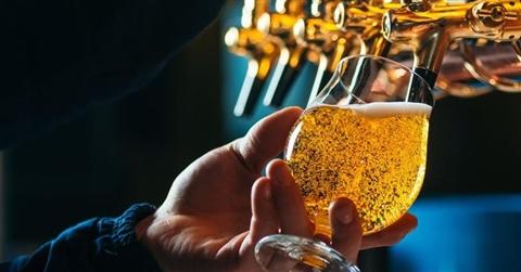 Beck's, Bud e Corona lanciano i birra-bond per salvare i bar dalla chiusura