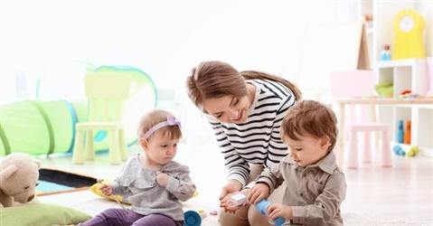Bonus baby sitter, così si può attribuire a nonni e familiari
