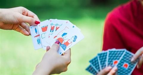 Quarentine, le carte piacentine cambiano look: ora si gioca col mazzo antibatterico