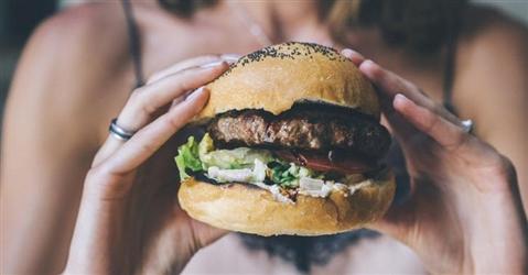 Allevatori europei sconfitti: anche quello finto può chiamarsi hamburger