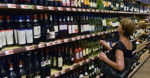 Gdo, lockdown e chiusura di ristoranti e bar spingono le vendite di vino nei supermercati